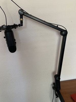 Blue yeti usb microphone-black out edition for Sale in Adelaide, CA