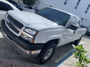 Chevy Silverado 2004 2500 hd for Sale in Hialeah, FL