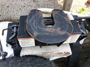 Fifth wheel hitch for Sale in Zanesville, OH