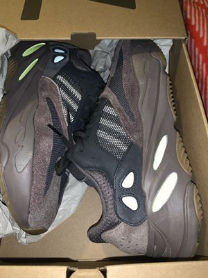 Yeezy 700 Mauve size 9 for Sale in MONTGOMRY VLG, MD