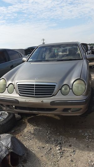 2000 Mercedes Benz E320 for parts for Sale in Houston, TX