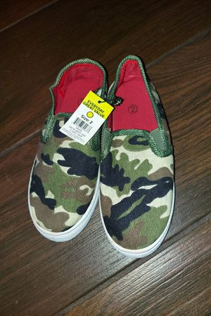 Boy's Camo Sneakers Sz 2 for Sale in Kissimmee, FL