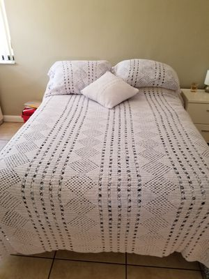 Queen size handmade comforter for Sale in Miramar, FL