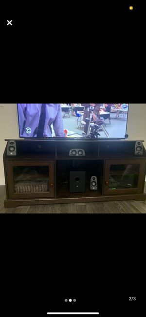 $30 TV Stand for Sale in Newark, NJ