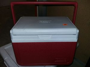 Small Coleman cooler for Sale in Gresham, OR