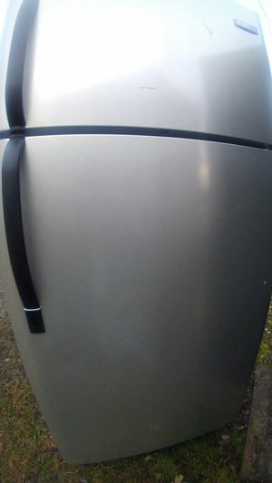 Stainless refrigerator top freezer 3 months warranty for Sale in Lincolnia, VA