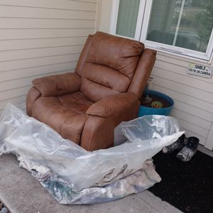The Chair I Got A Better One For My Mom I Want For In The Bucks For This One I'll Go Deliver It I Live In Kent Price Is Negotiable for Sale in Renton, WA