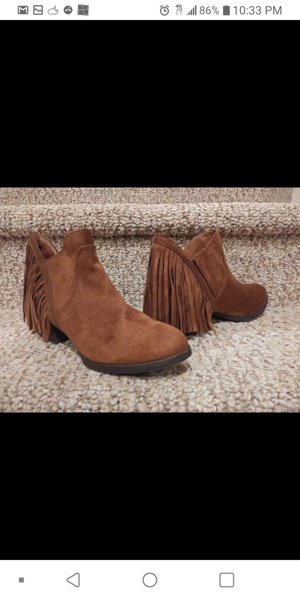 New Women's Size 7 to 7.5 Boots, Fringe