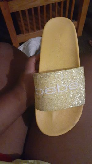 Babe shoes can clean nice yellow 50$ for Sale in Federalsburg, MD