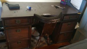 Desk and chair for Sale in Tarentum, PA