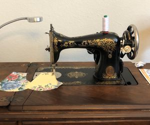 Antique Singer Sewing Machine for Sale in Cypress, TX