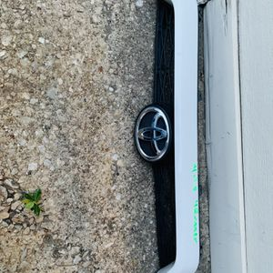 2014-2018 Toyota 4Runner Grille for Sale in Dallas, TX