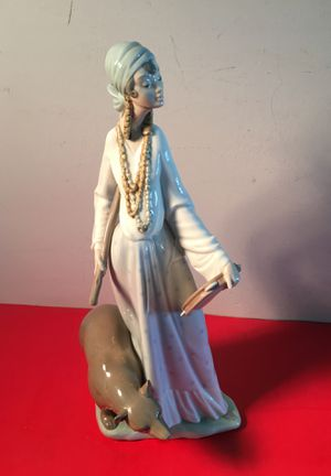 Lladro #4919 Gypsy woman with bear figurine for Sale in Pompano Beach, FL