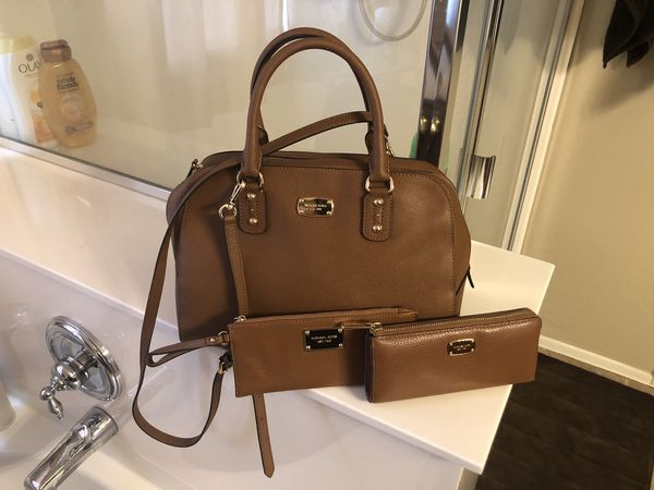 Like new Michael Kors purse wallet and small wrestling $260 firm
