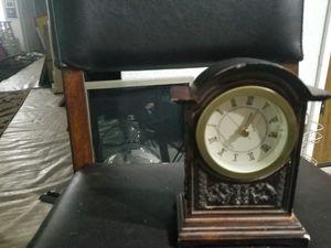 Antique clock for Sale in Sacramento, CA
