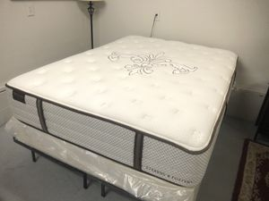 Queen size Stearns and foster mattress and box spring for Sale in Garner, NC