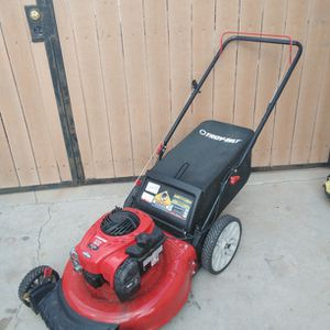 Lawn Mower Like New for Sale in Gilbert, AZ