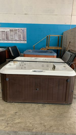Preowned Sundance hot tub available for immediate delivery! for Sale in Oakland Park, FL