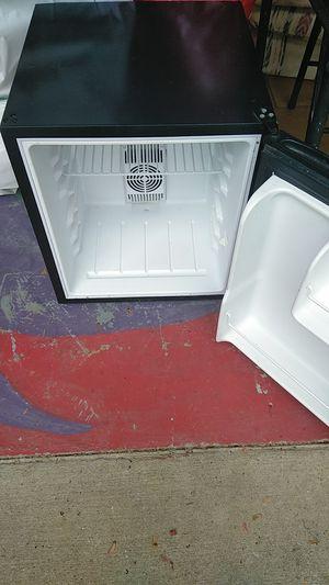 Mini refrigerator with a shelf no freezer for Sale in Stone Mountain, GA