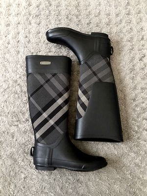 Women's Burberry Clemence Gray Check Canvas Rain Boots size 35 Retail $390 100% Authentic Guaranteed. Like New! Barely worn excellent condition! No S for Sale in Washington, DC
