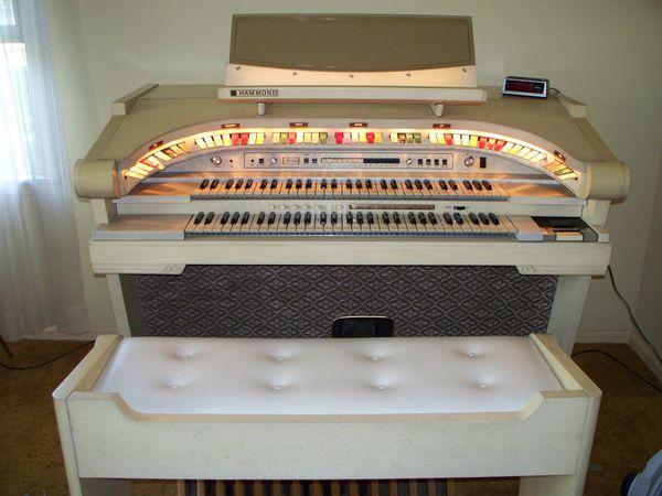 Hammond Theater Organ w/Bench