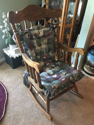 Oak rocking chair, with pads. for Sale in Carson, CA
