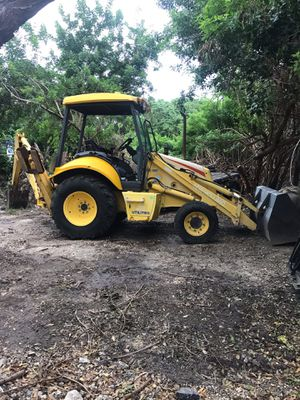 Backhoe New Holland 2004 for Sale in Miami, FL