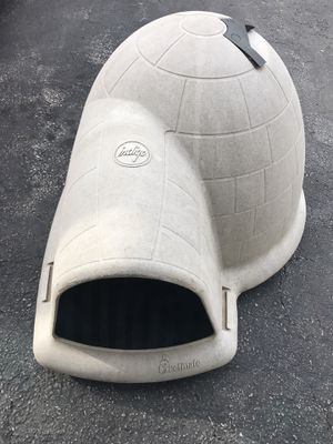 Petmate Indigo igloo style dog or animal house with ceiling vent for Sale in Gahanna, OH