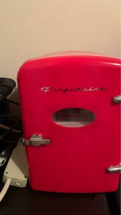 Frigidaire mini mini fridge 6 can for Sale in Blythewood,  SC