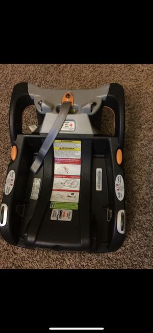 Chicco keyfit 30 car seat with base for Sale in Urbana, IL