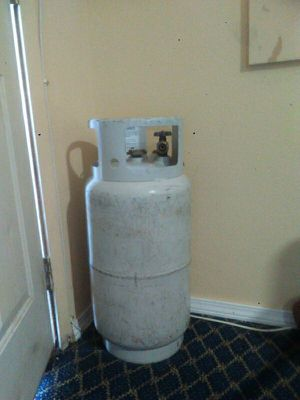 100 gallon prepane full going for 100/{contact info removed} ex 24. 4051 Canyon ,Drive rm.24 for Sale in Amarillo, TX