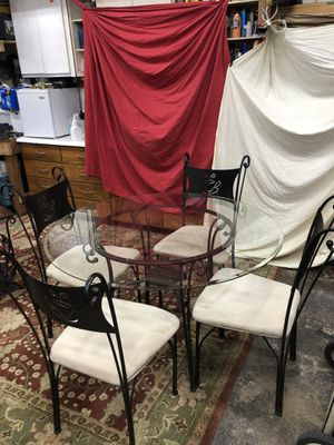 Round Glass Top Dining Table kitchen Table with 4 chairs. for Sale in Oakland Park, FL