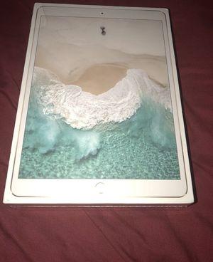 Apple iPad Pro 2nd Gen. 256GB, Wi-Fi, 10.5in - Gold for Sale in Lexington, KY