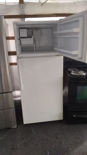 Refrigerator Hi66 Wid29 All working perfect$160 for Sale in Coconut Creek, FL
