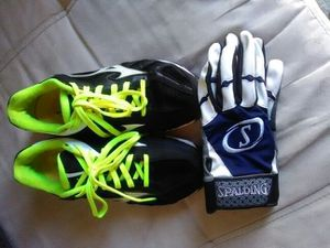 Mizuno softball cleats size 7 and Spaulding gloves for Sale in Lutz, FL