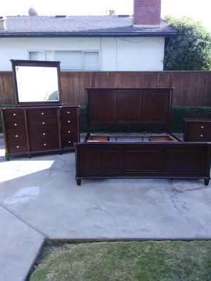 Very Nice King Solid Wood Bed Set for Sale in Fresno, CA