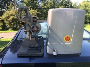 Antique 8mm Dejur projector model 1000-B for Sale in Hannacroix, NY