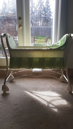 Cosco brand bassinet for Sale in Kent, WA