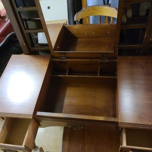 Make Up Desk for Sale in Pretty Prairie, KS