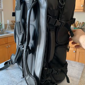 Wandrd HEXAD Duffel Backpack for Sale in Los Angeles, CA