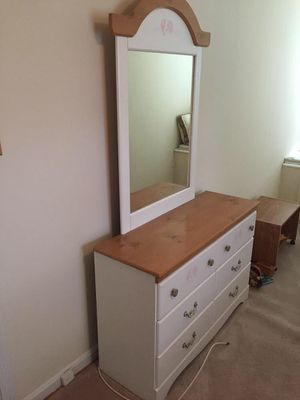 Wood dresser with mirror for Sale in Wheaton-Glenmont, MD
