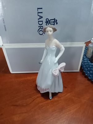 "LLADRO ""glamour on the runway"" figurine for Sale in Pembroke Park, FL"