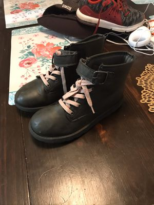 Girl boots size 3y for Sale in Tacoma, WA
