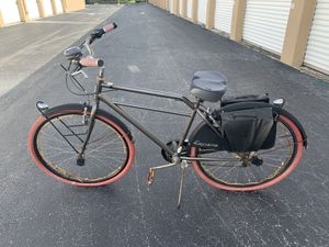 """28x1.75"""" Huffy Supreme Beach Cruiser Bicycle with saddle bags. The bike needs some work. Great fixer upper! Or for parts. for Sale in West Palm Beach, FL"""
