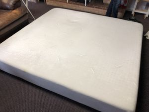King tempurpedic mattress for Sale in Silver Spring, MD