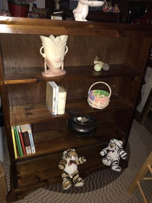 4 shelf bookcase for Sale in Glendale Heights, IL