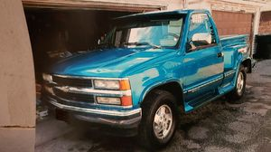 Chevy Silverado 1500 5.7 title in hand for Sale in Chicago, IL