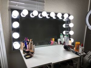 Vanity Mirror perfect for makeup for Sale in Pembroke Pines, FL