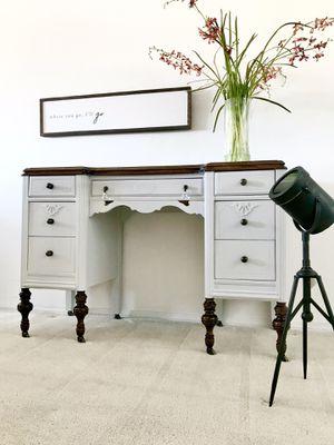 Gorgeous Vintage Elegant Desk/ Entrance Table for Sale in Englewood, CO