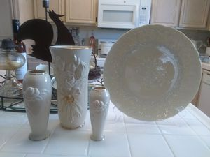 Lenox Wedding vases and a Plate for Sale in Palmdale, CA